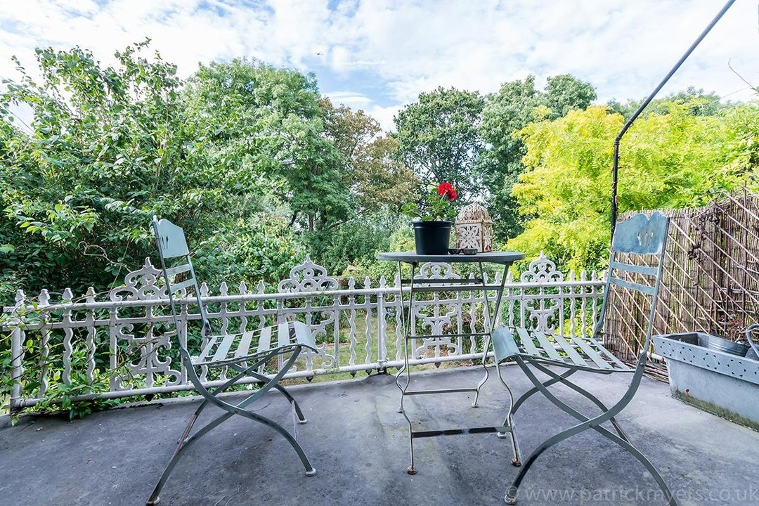 House - Semi-Detached Sold in Grove Park, London SE5 52 view34