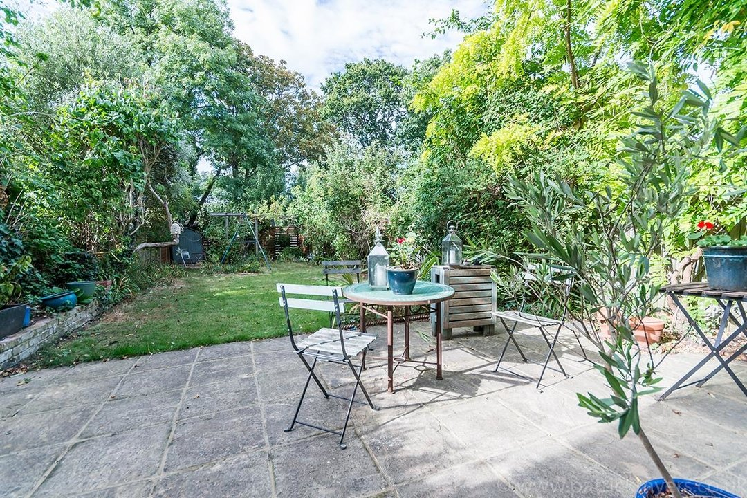 House - Semi-Detached Sold in Grove Park, London SE5 52 view3