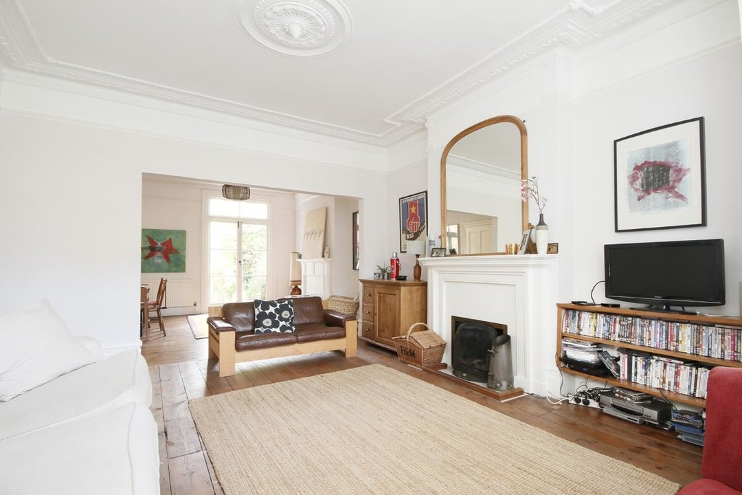 House - Semi-Detached Sold in Grove Park, London SE5 52 view2