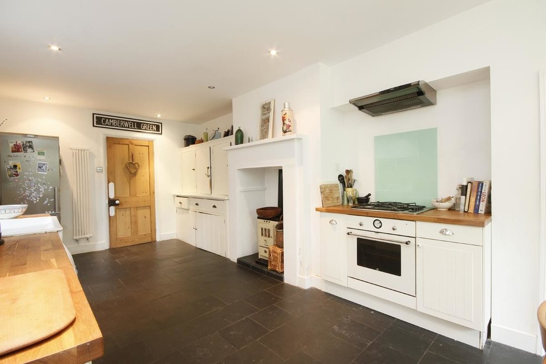 House - Semi-Detached Sold in Grove Park, London SE5 52 view14