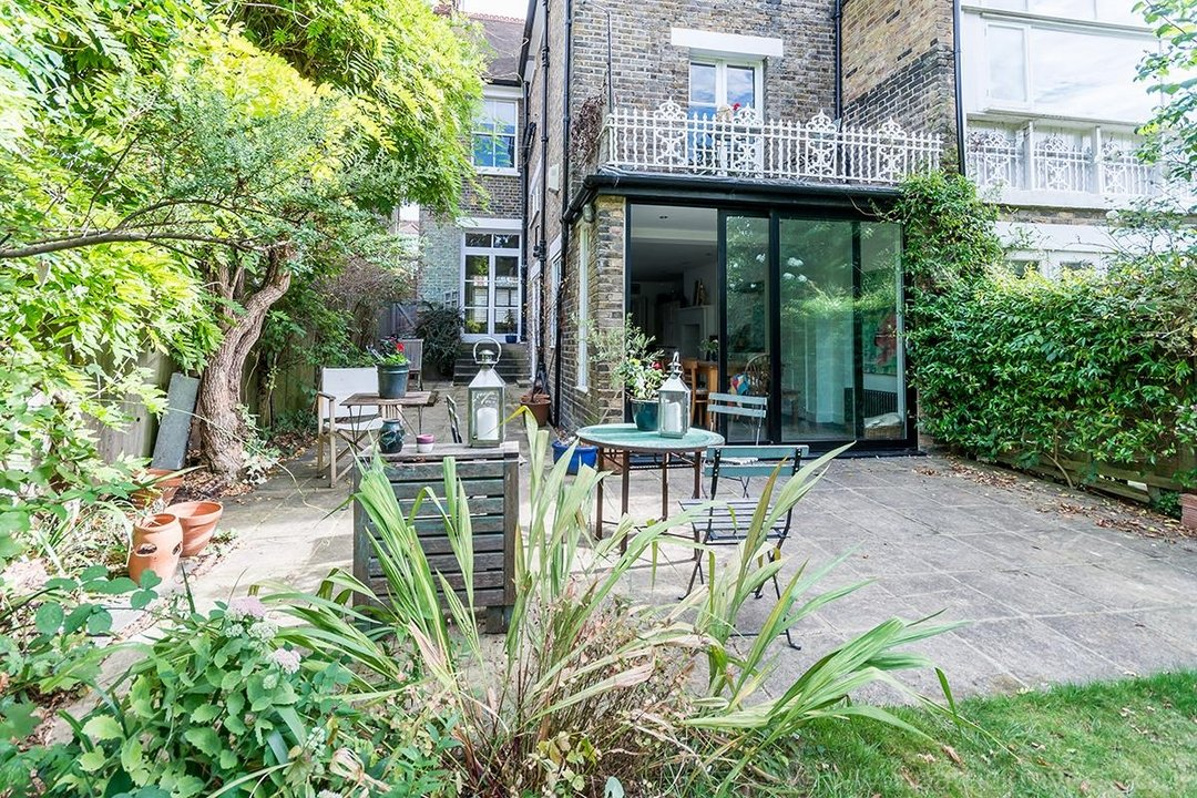 House - Semi-Detached Sold in Grove Park, London SE5 52 view33