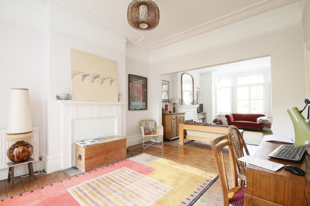 House - Semi-Detached Sold in Grove Park, London SE5 52 view5