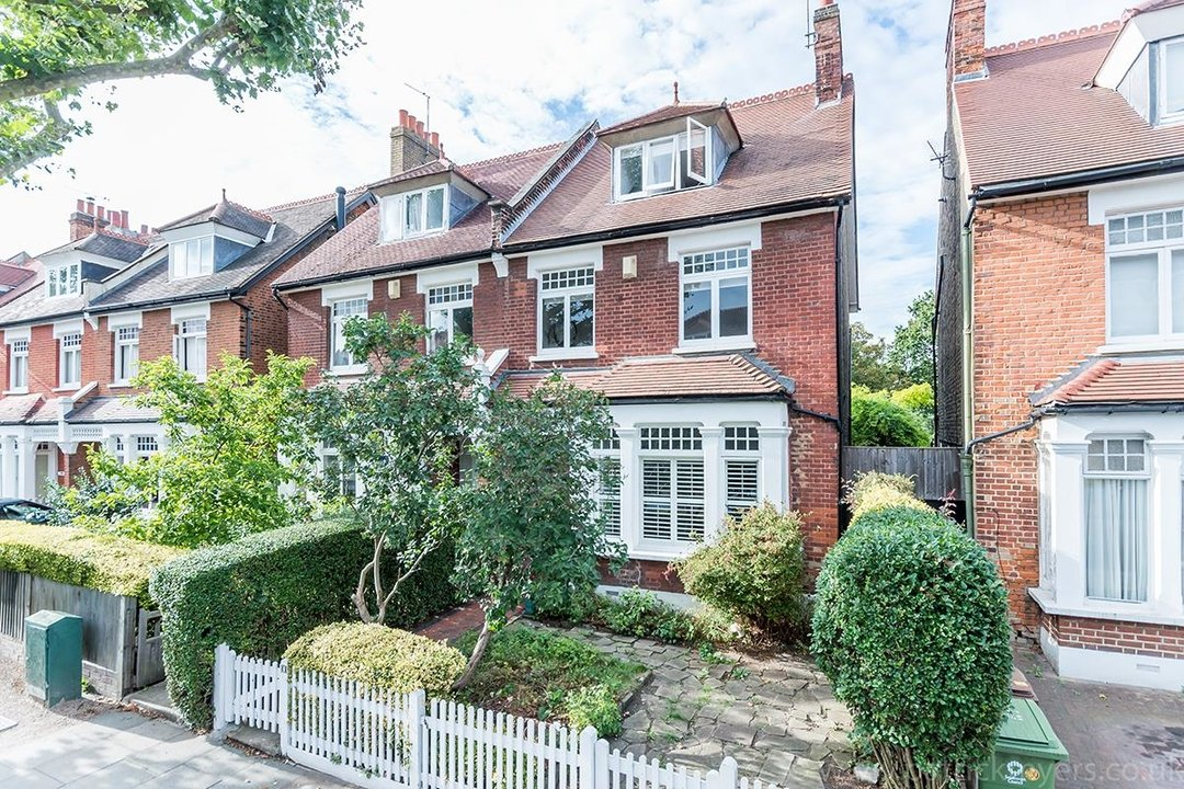 House - Semi-Detached Sold in Grove Park, London SE5 52 view1