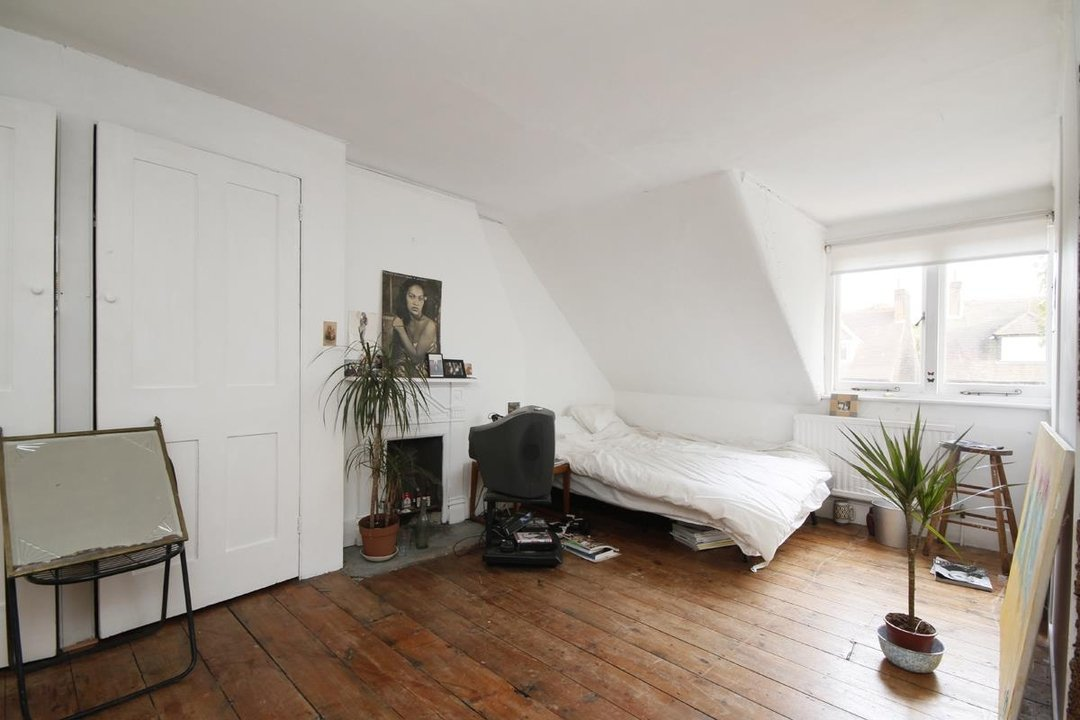 House - Semi-Detached Sold in Grove Park, London SE5 52 view30