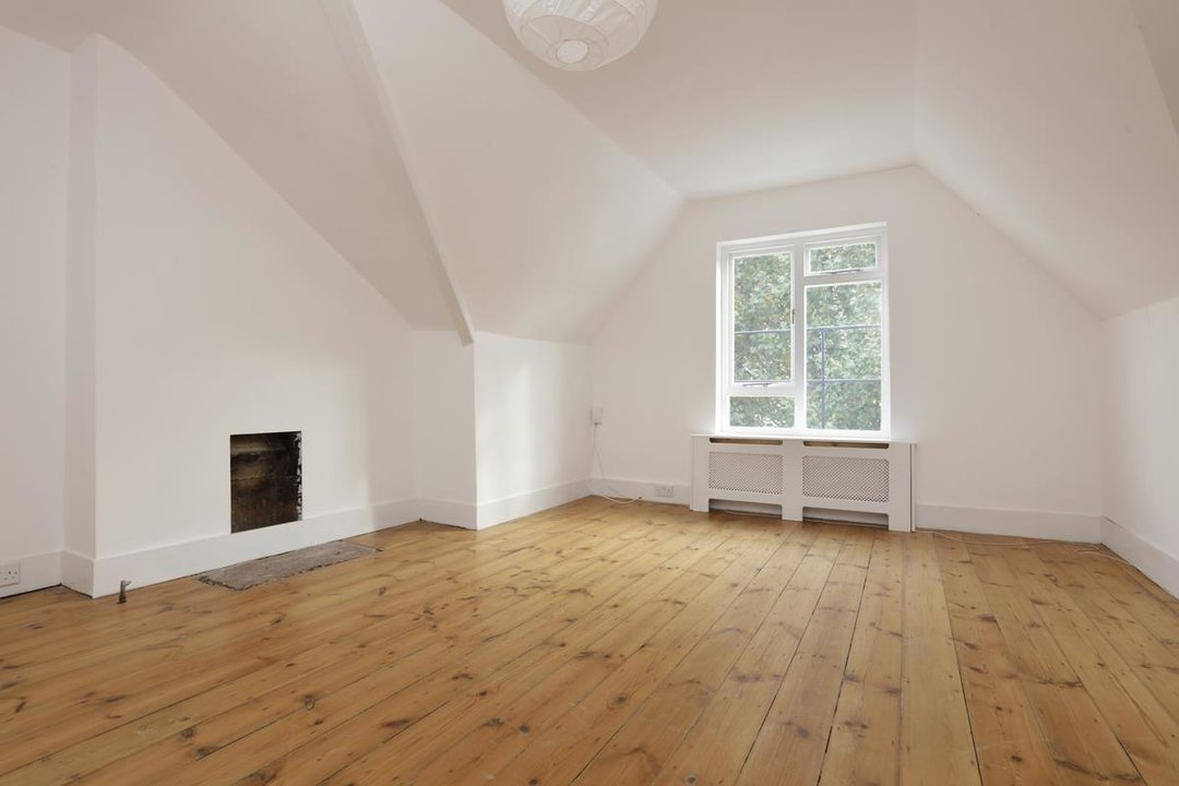 Flat - Conversion For Sale in Grove Park, SE5 133 view3