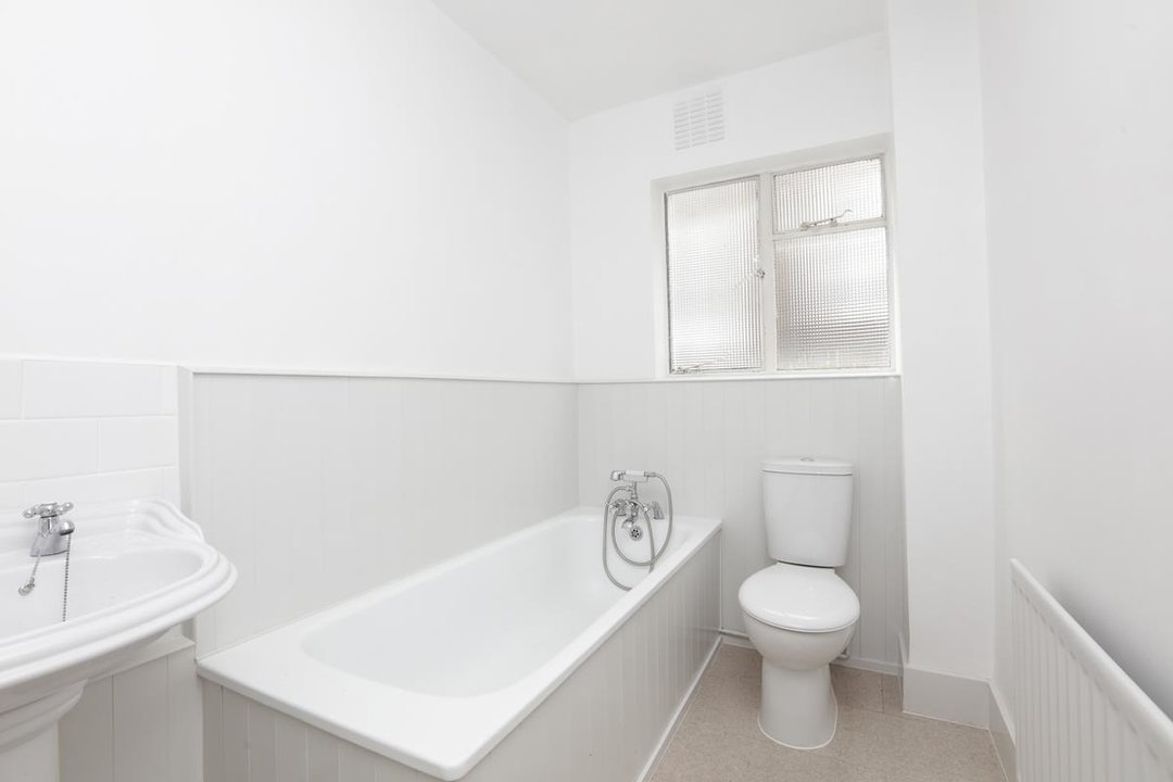 Flat - Conversion For Sale in Grove Park, SE5 133 view6