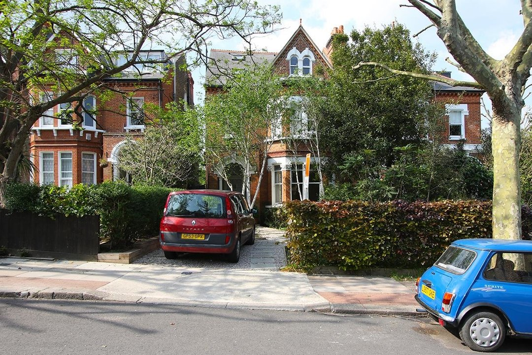 House - Semi-Detached For Sale in Grove Park, SE5 268 view1