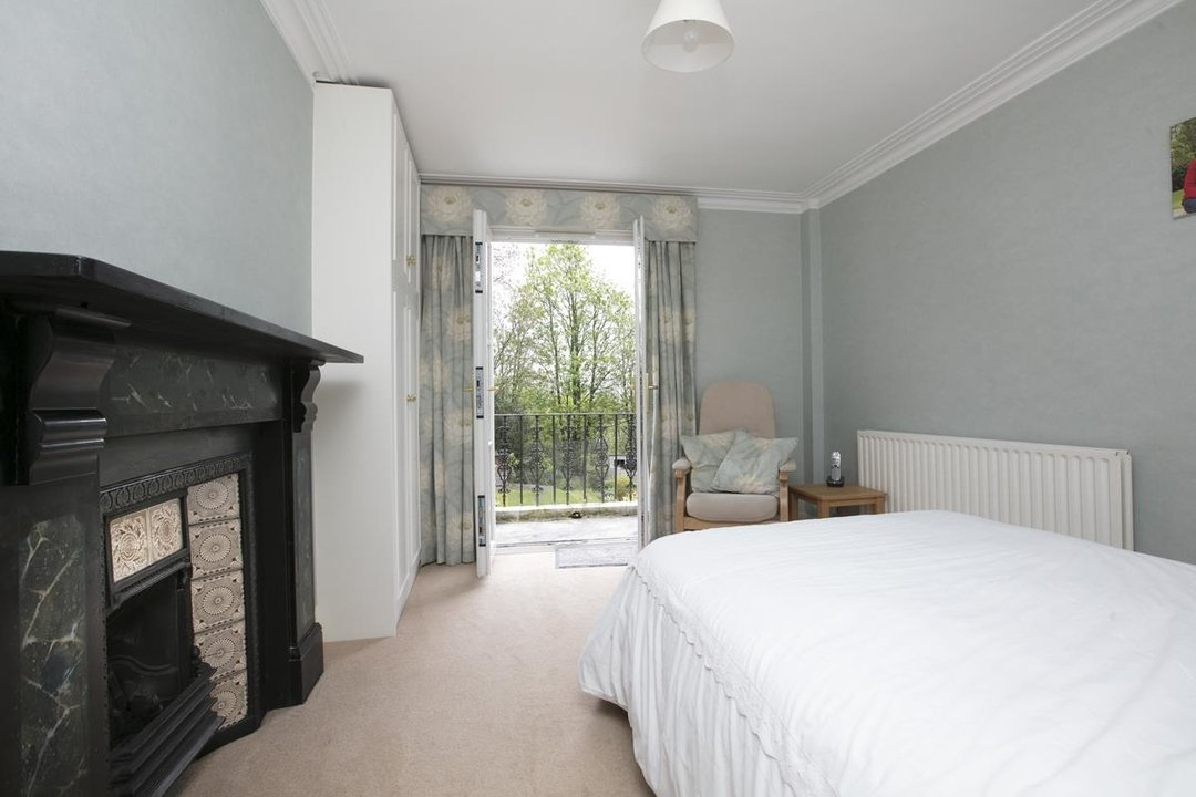 House - Semi-Detached For Sale in Grove Park, SE5 317 view13