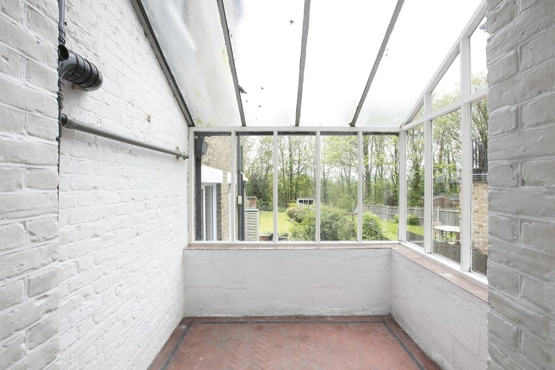 House - Semi-Detached For Sale in Grove Park, SE5 317 view7