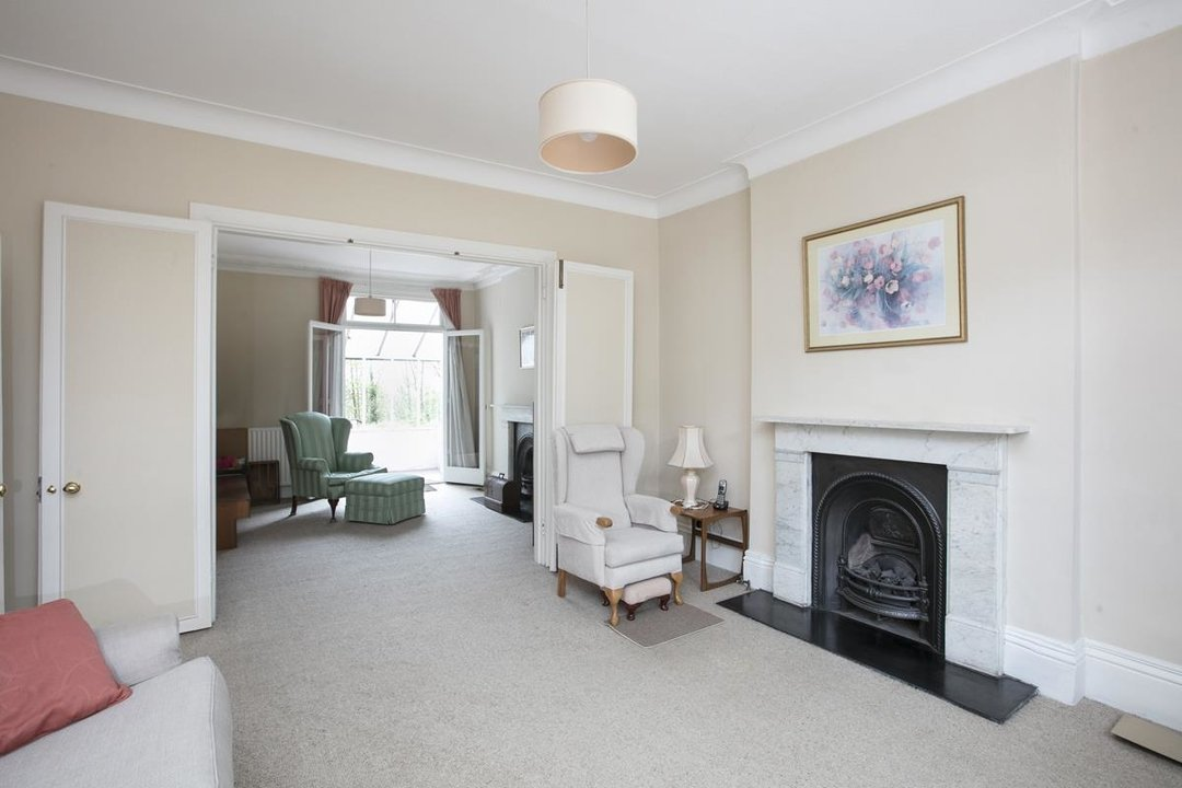 House - Semi-Detached For Sale in Grove Park, SE5 317 view2