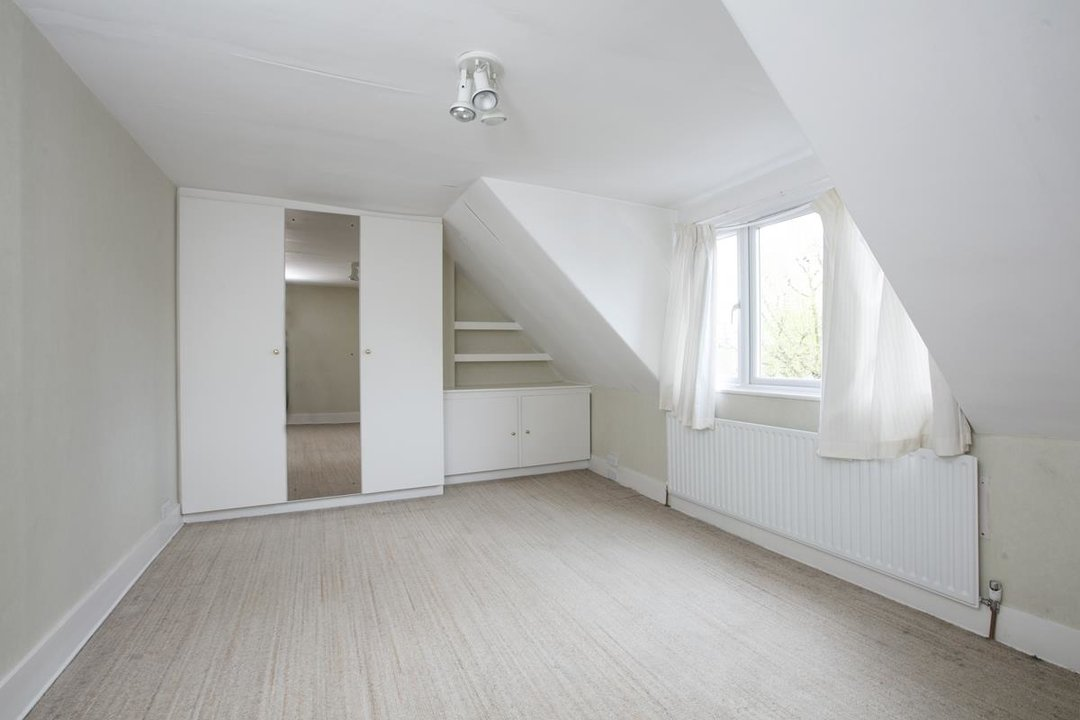 House - Semi-Detached For Sale in Grove Park, SE5 317 view27