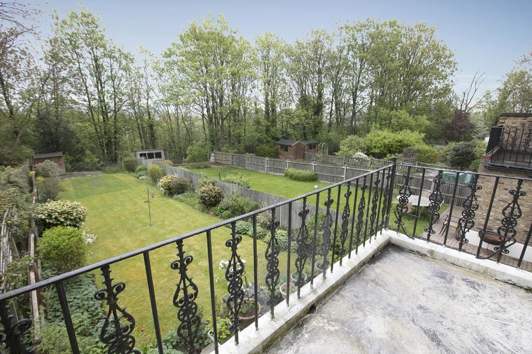 House - Semi-Detached For Sale in Grove Park, SE5 317 view15