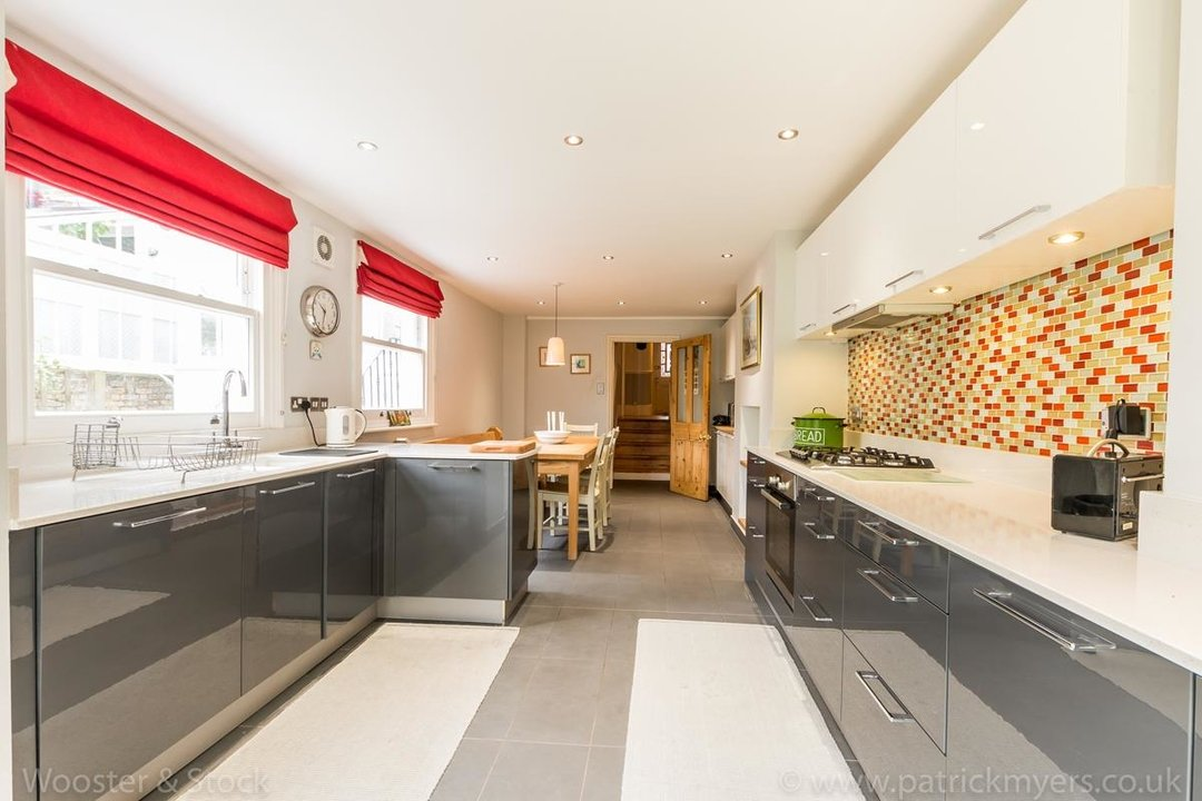 House - Semi-Detached For Sale in Grove Park, SE5 333 view15