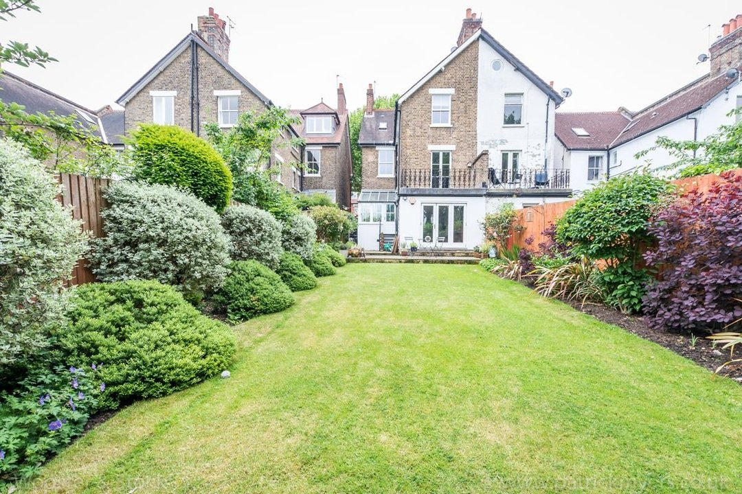 House - Semi-Detached For Sale in Grove Park, SE5 333 view6