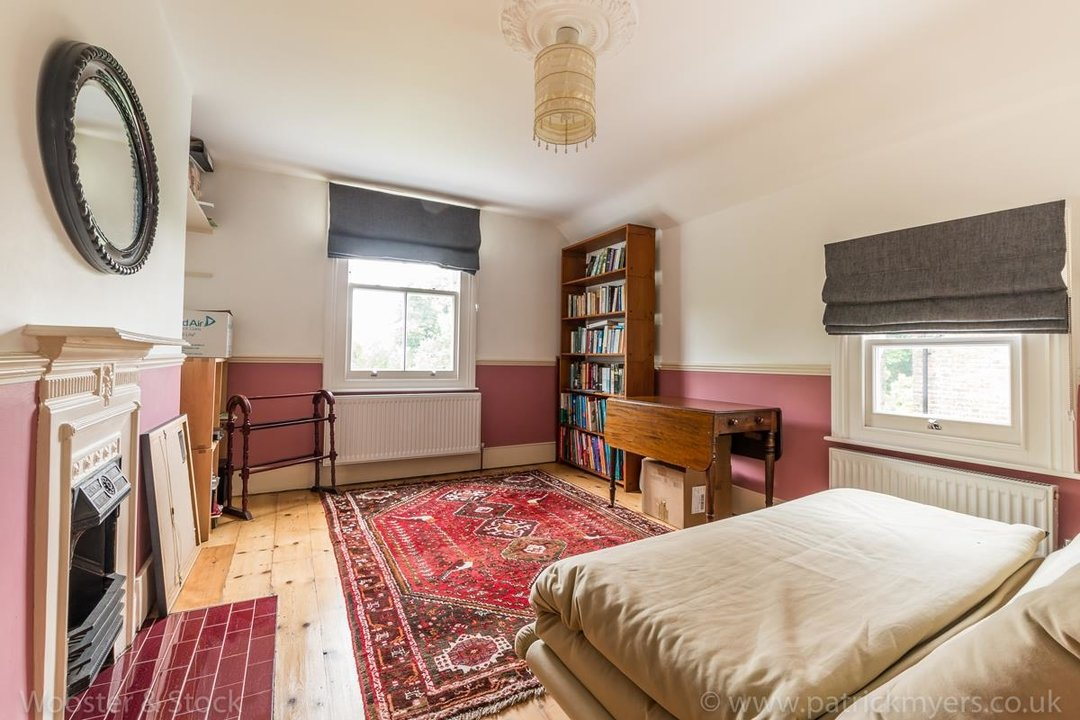 House - Semi-Detached For Sale in Grove Park, SE5 333 view26