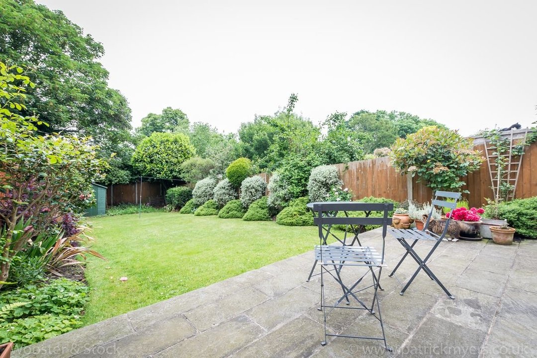 House - Semi-Detached For Sale in Grove Park, SE5 333 view4