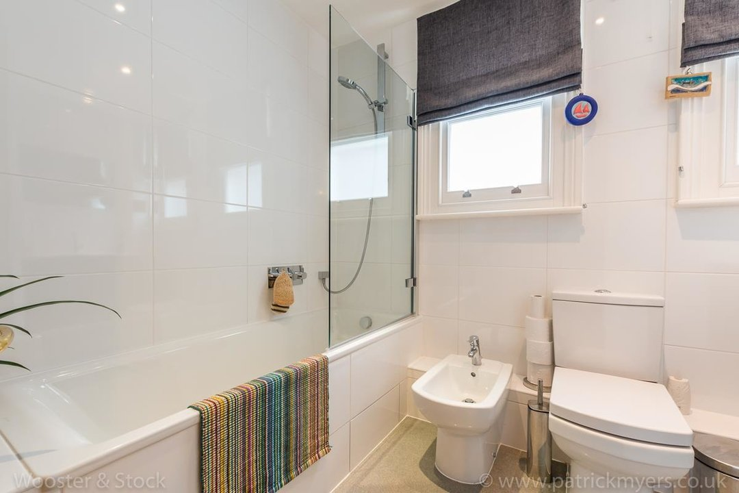 House - Semi-Detached For Sale in Grove Park, SE5 333 view21