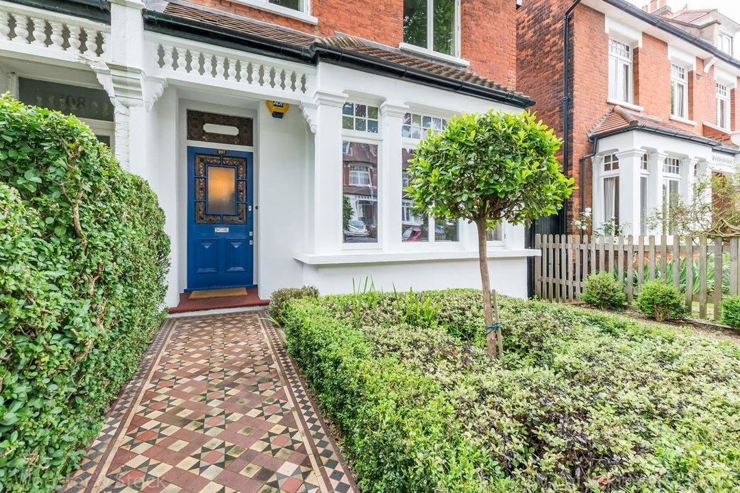 House - Semi-Detached For Sale in Grove Park, SE5 333 view3