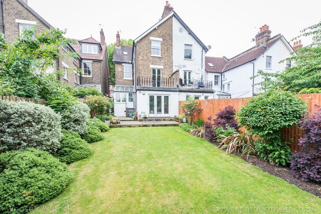 House - Semi-Detached For Sale in Grove Park, SE5 333 view5