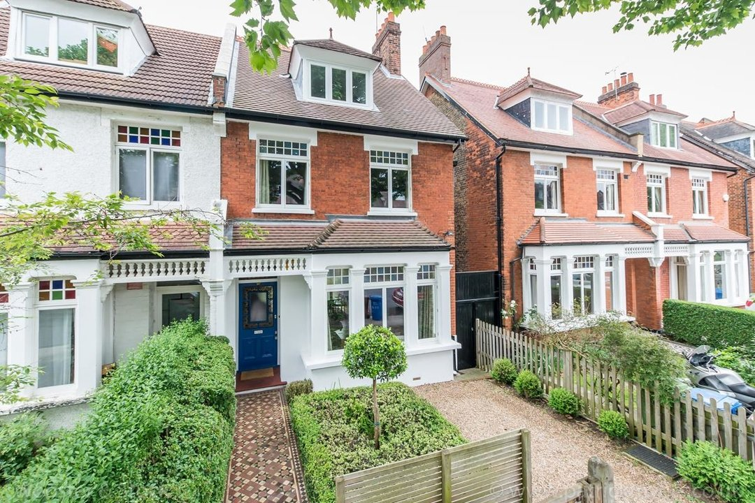 House - Semi-Detached For Sale in Grove Park, SE5 333 view2