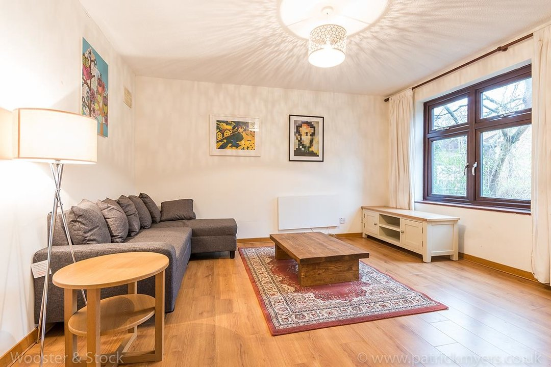 House - Semi-Detached For Sale in Grovelands Close, SE5 244 view3