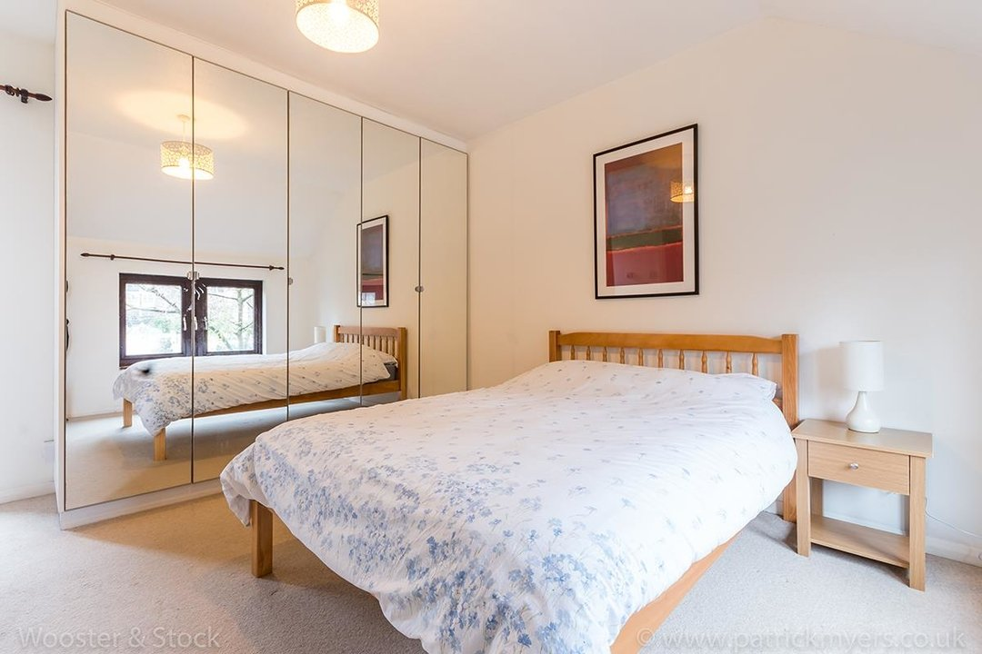House - Semi-Detached For Sale in Grovelands Close, SE5 244 view7