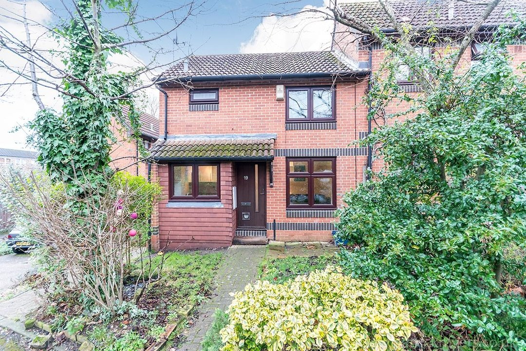 House - Semi-Detached For Sale in Grovelands Close, SE5 244 view1
