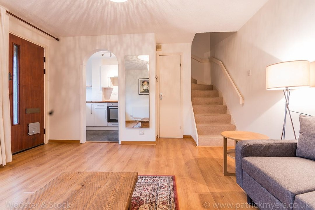 House - Semi-Detached For Sale in Grovelands Close, SE5 244 view4