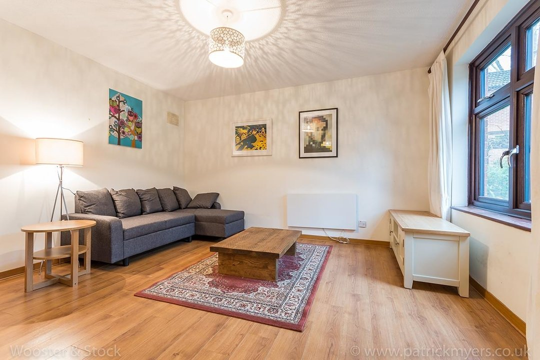 House - Semi-Detached For Sale in Grovelands Close, SE5 244 view2