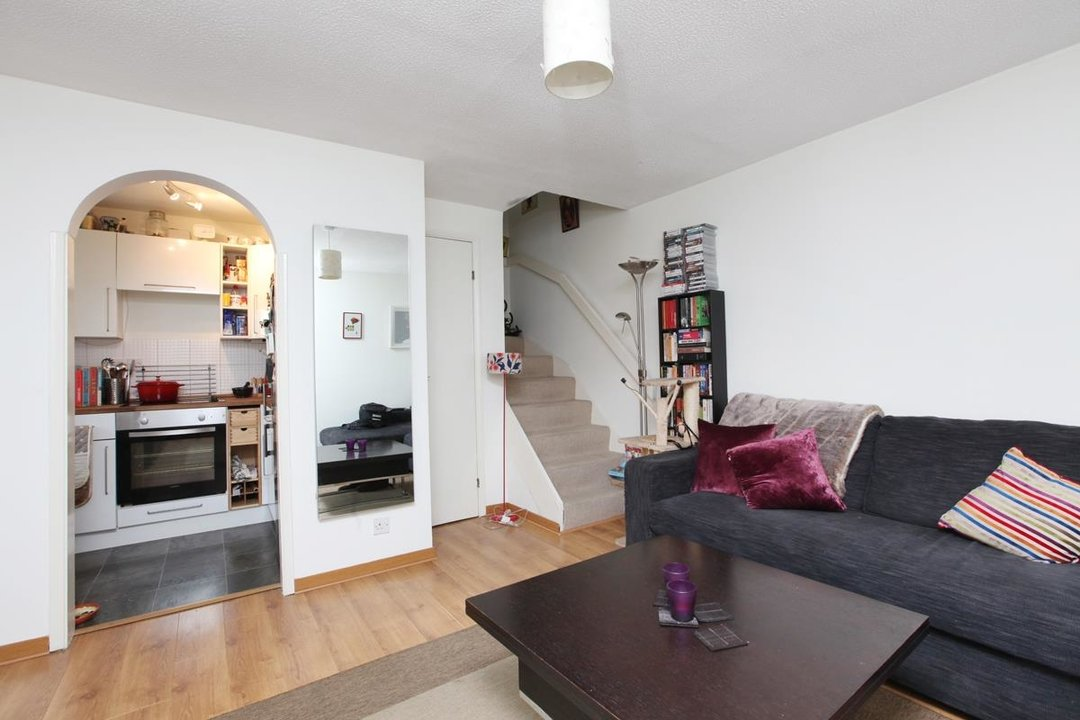 House - Semi-Detached Sale Agreed in Grovelands Close, SE5 99 view6
