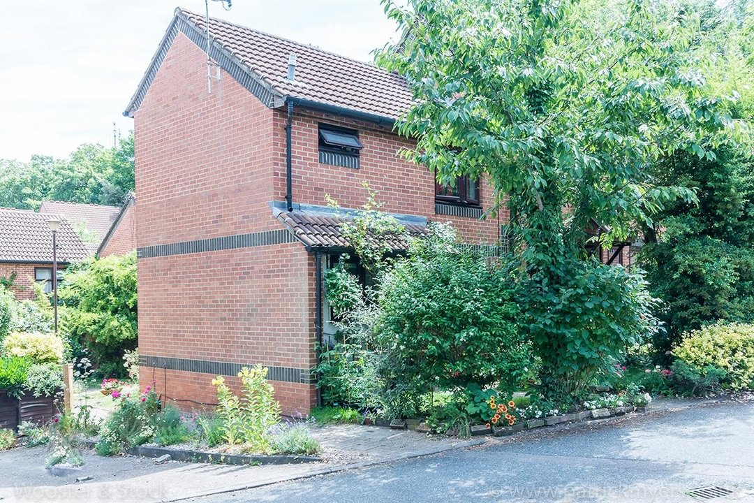 House - Semi-Detached Sale Agreed in Grovelands Close, SE5 99 view7