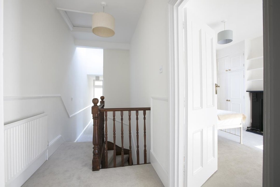 House - Terraced For Sale in Halsmere Road, SE5 228 view21