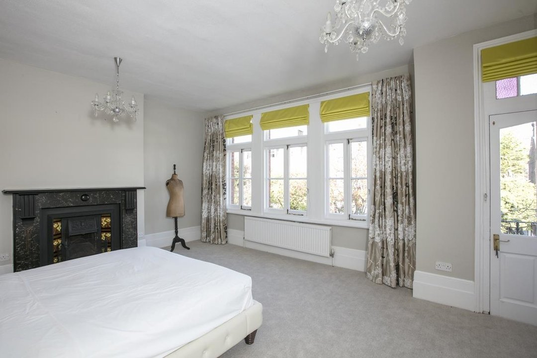 House - Terraced For Sale in Halsmere Road, SE5 228 view17