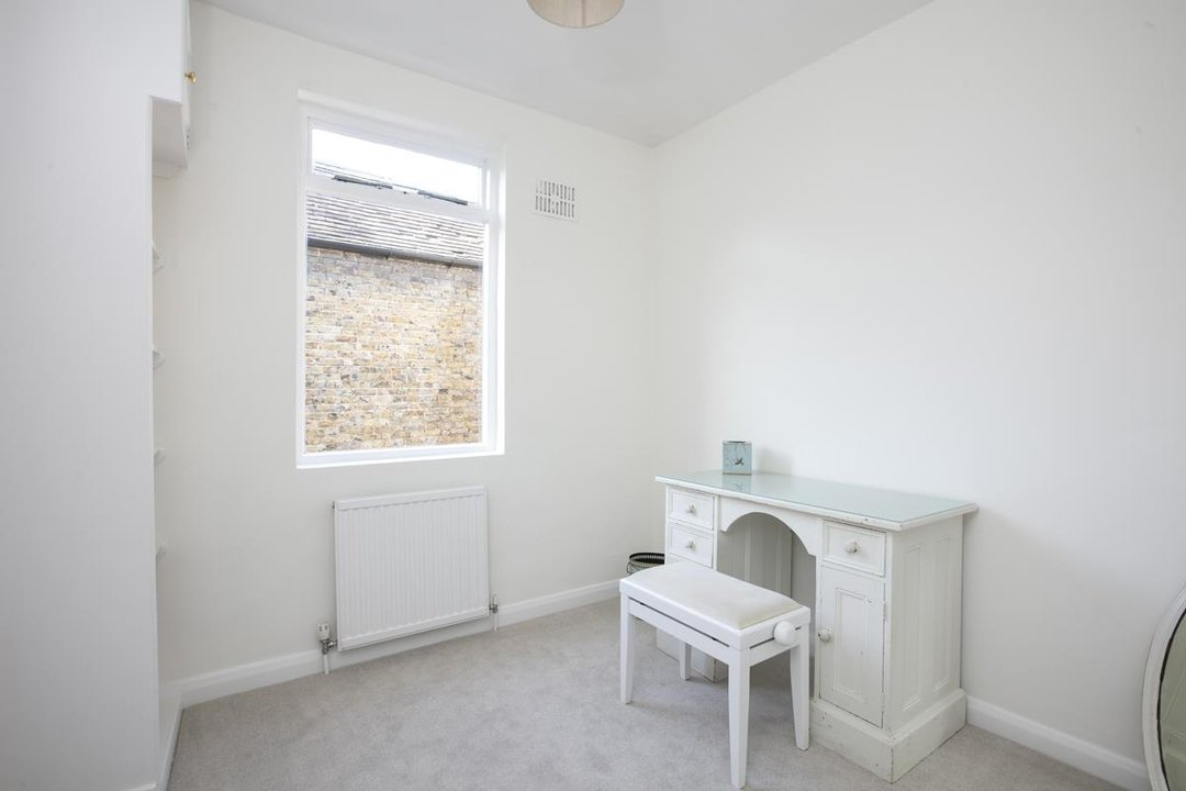 House - Terraced For Sale in Halsmere Road, SE5 228 view20