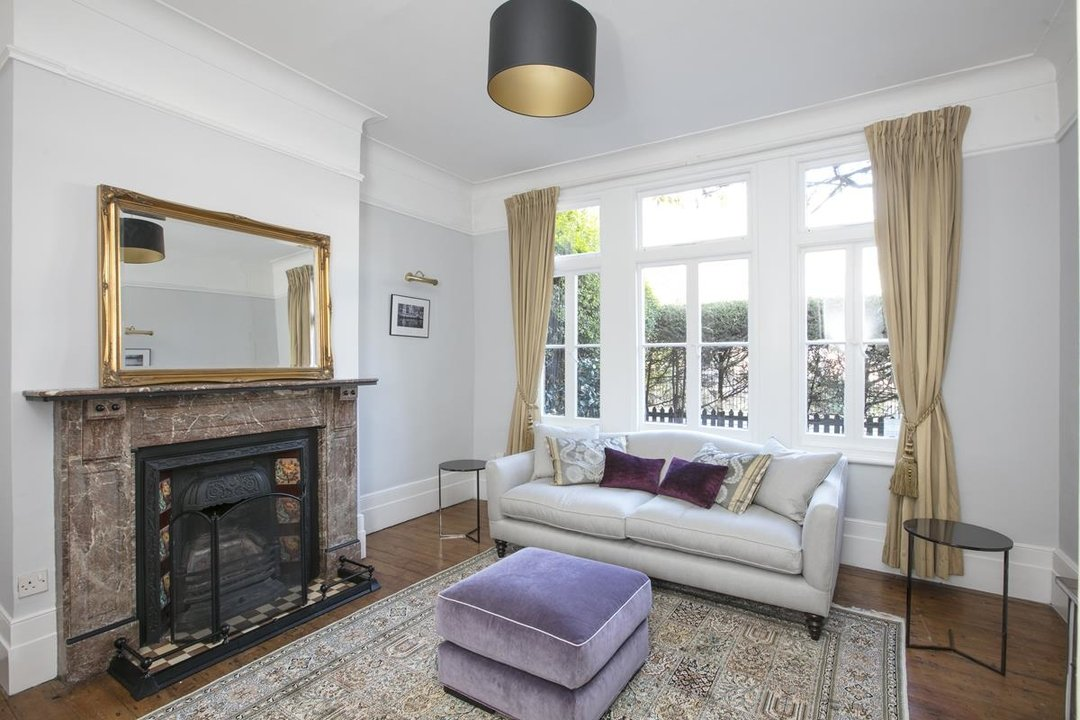House - Terraced For Sale in Halsmere Road, SE5 228 view3