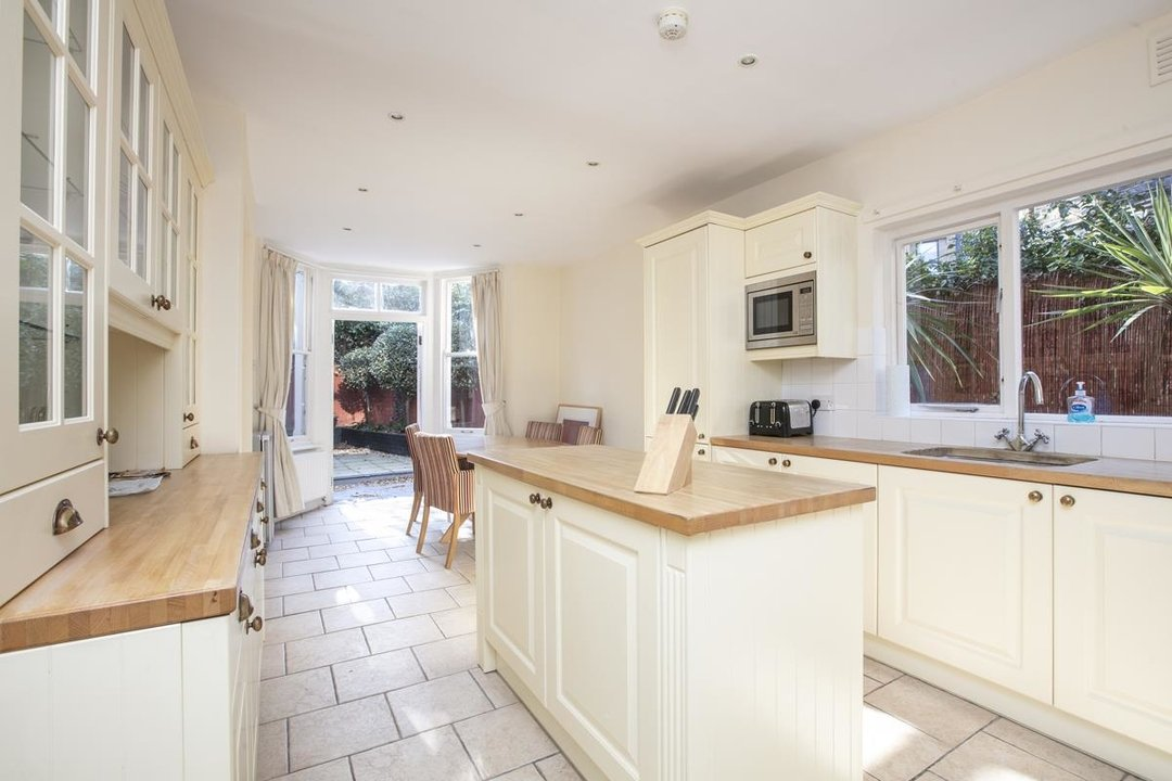 House - Terraced For Sale in Halsmere Road, SE5 228 view13