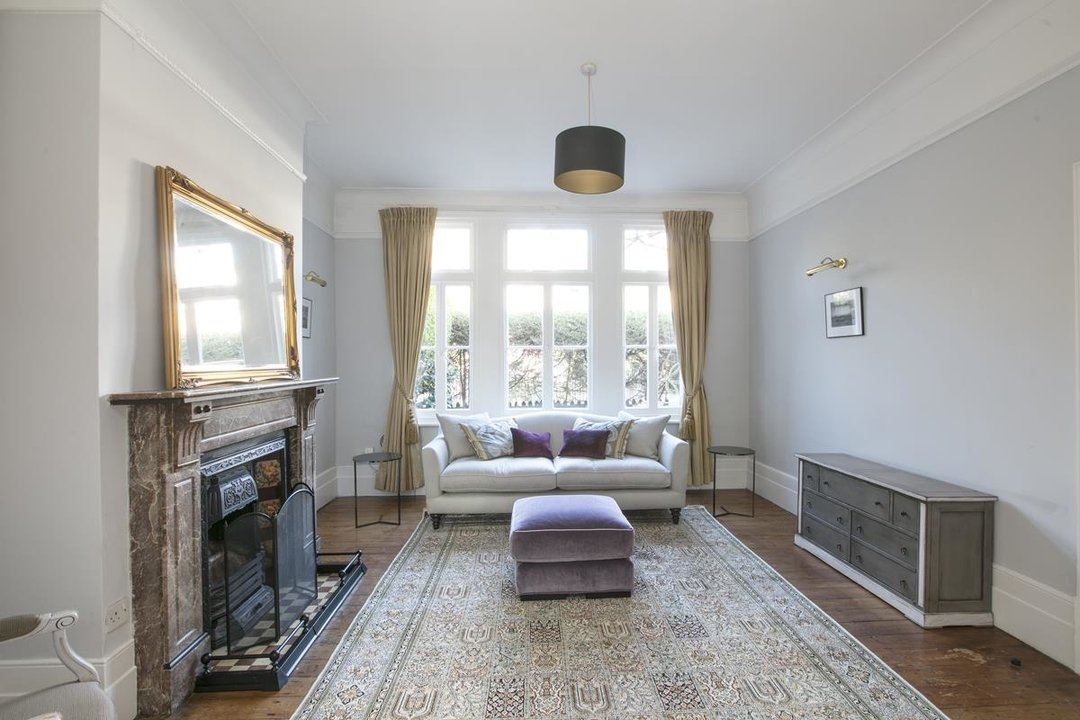 House - Terraced For Sale in Halsmere Road, SE5 228 view5