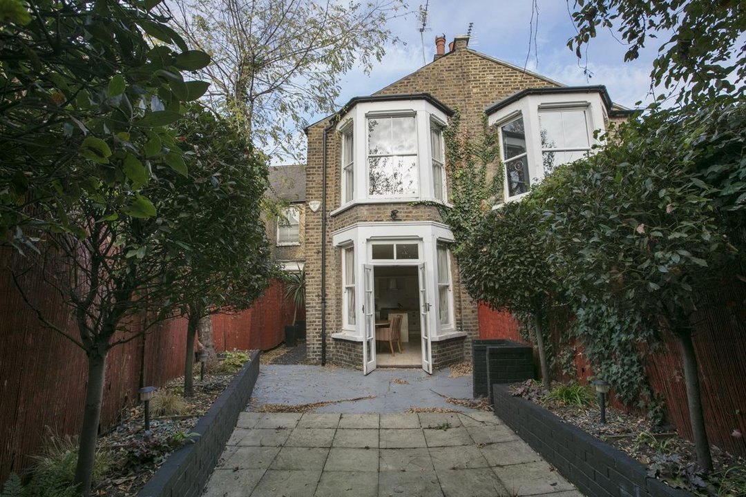 House - Terraced For Sale in Halsmere Road, SE5 228 view8