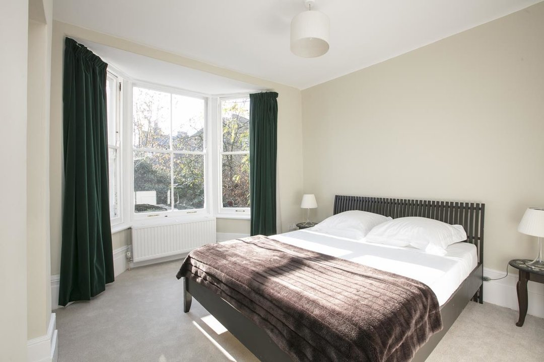 House - Terraced For Sale in Halsmere Road, SE5 228 view19