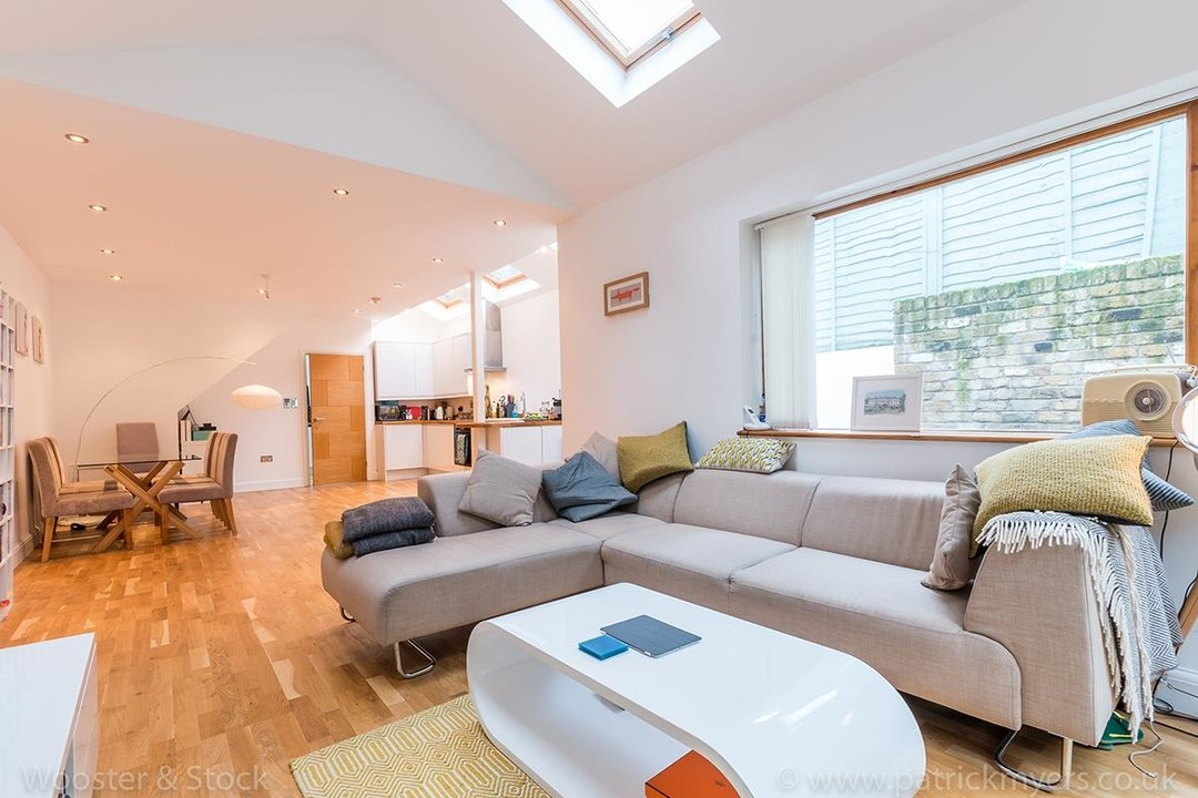 House - Semi-Detached For Sale in Halsmere Road, SE5 243 view2