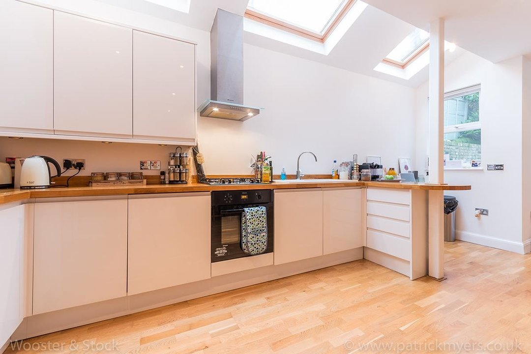 House - Semi-Detached For Sale in Halsmere Road, SE5 243 view3