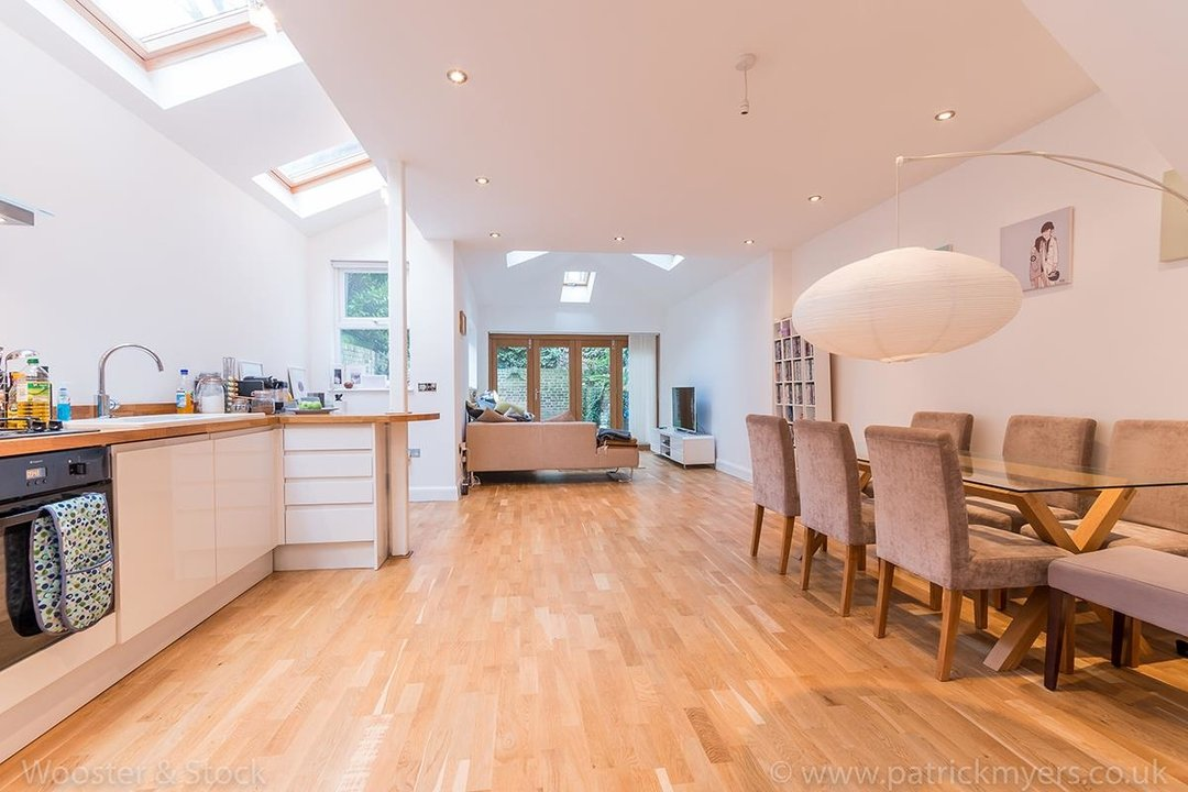 House - Semi-Detached For Sale in Halsmere Road, SE5 243 view1