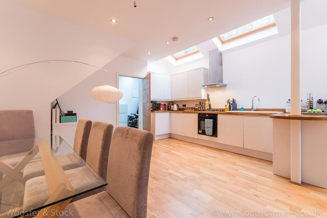 House - Semi-Detached For Sale in Halsmere Road, SE5 243 view4