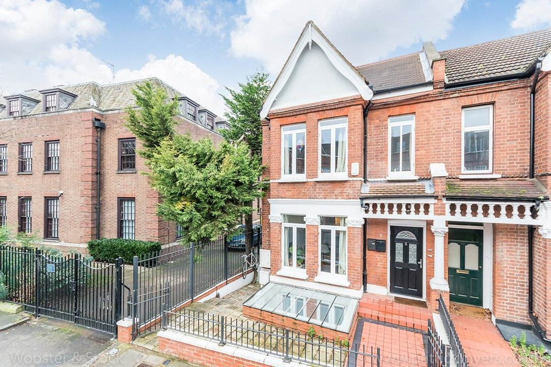 House - Semi-Detached For Sale in Halsmere Road, SE5 243 view14