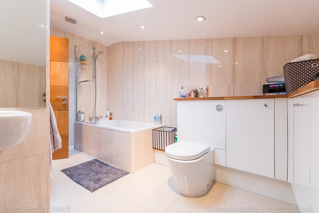 House - Semi-Detached For Sale in Halsmere Road, SE5 243 view13