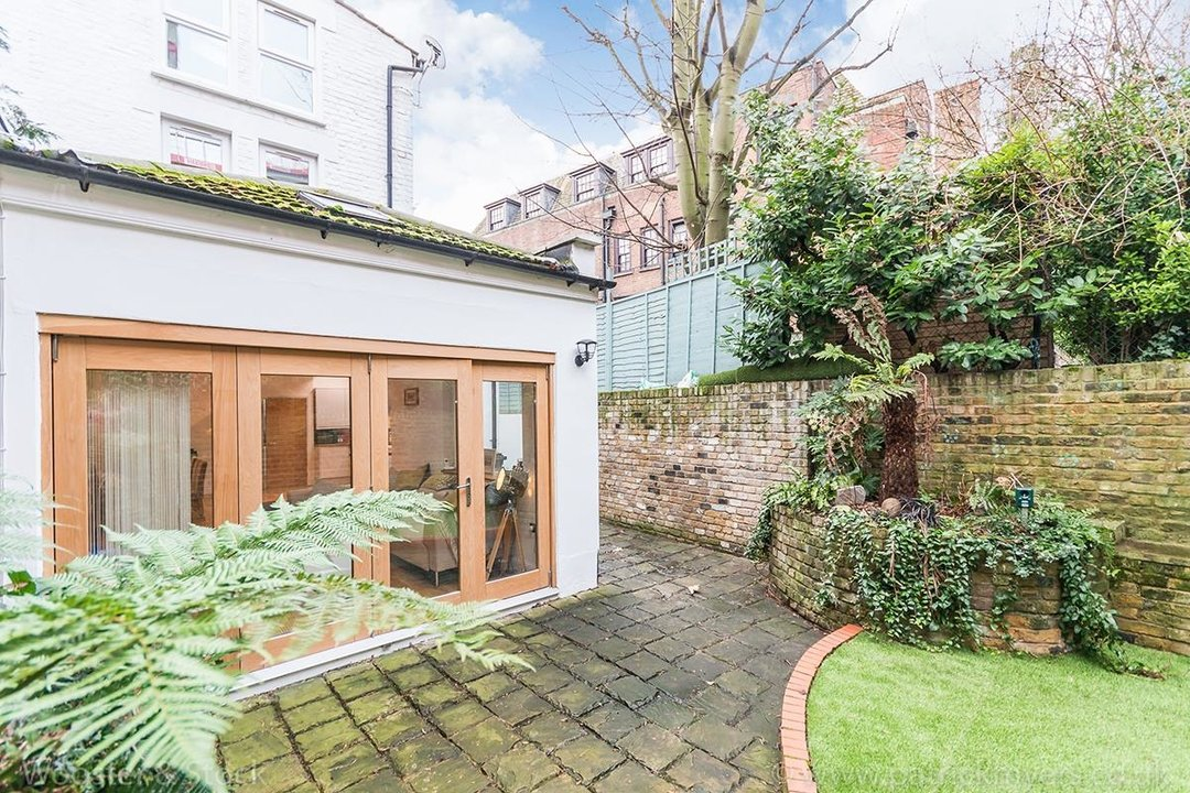 House - Semi-Detached For Sale in Halsmere Road, SE5 243 view15