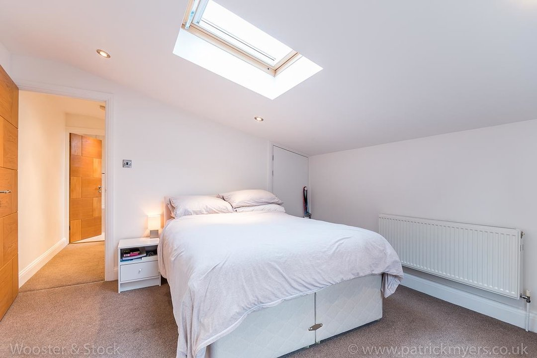 House - Semi-Detached For Sale in Halsmere Road, SE5 243 view12