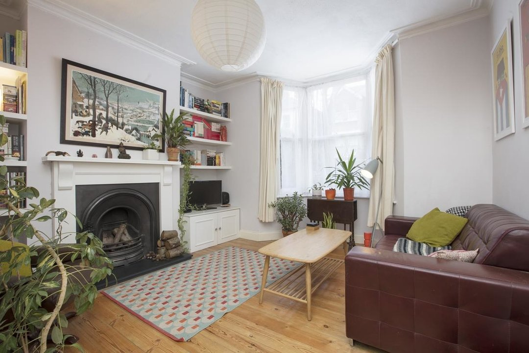 Flat - Conversion For Sale in Henslowe Road, SE22 262 view1