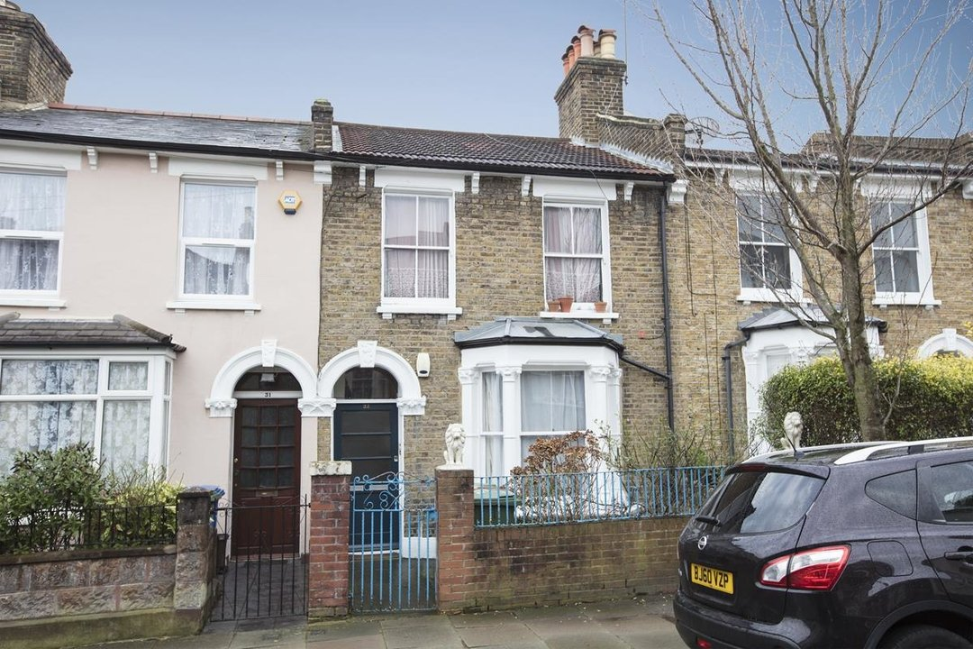 Flat - Conversion For Sale in Henslowe Road, SE22 262 view2