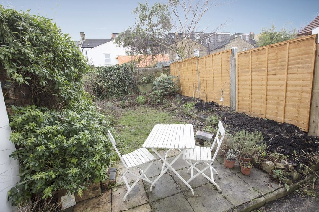 Flat - Conversion For Sale in Henslowe Road, SE22 262 view4